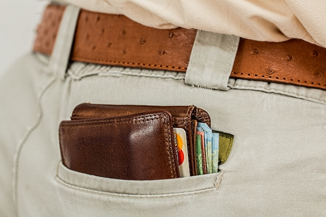 wallet-cash-credit-card-pocket-640x427