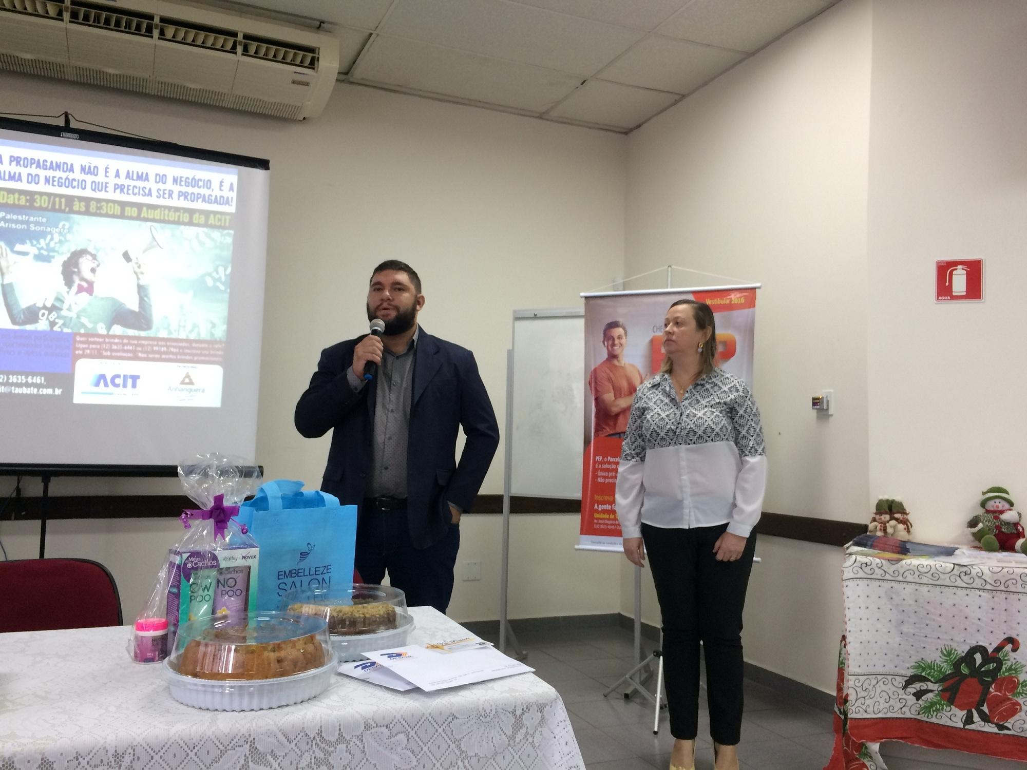 Apresentacao da Faculdade Anhanguera, patrocinadora do café